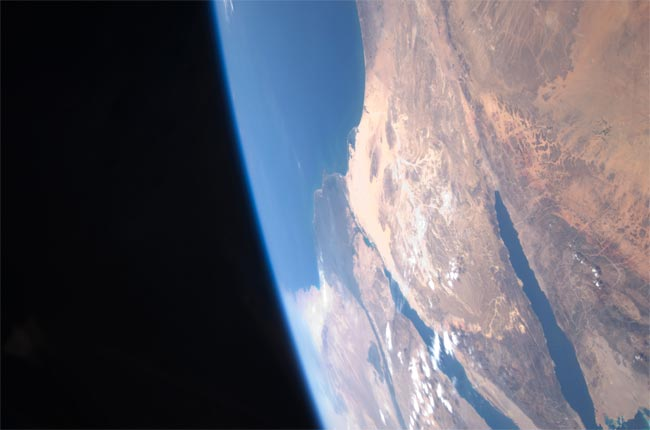 Astronaut Looks at Earth: 'It's Too Beautiful'