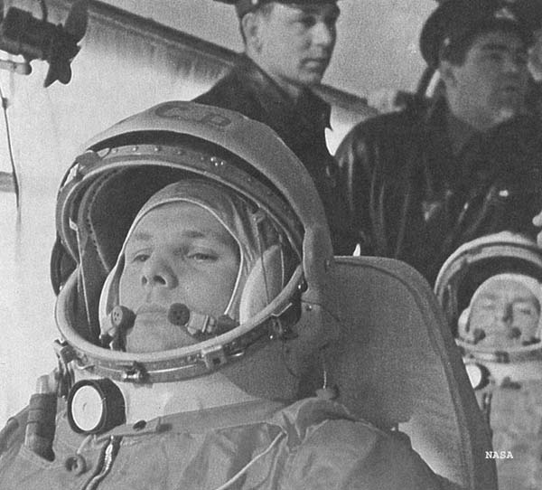 Russian Cosmonauts Honor Yuri Gagarin, 1st Man in Space, From Orbit