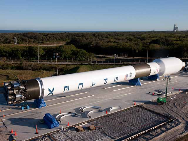 SpaceX Assembles New Rocket for Launch Debut