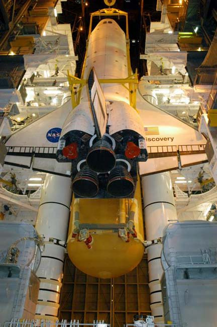 Shuttle Engineers Begin Attaching Discovery's New Fuel Tank
