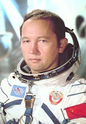 Soyuz 15 Cosmonaut Sarafanov Dies at 63