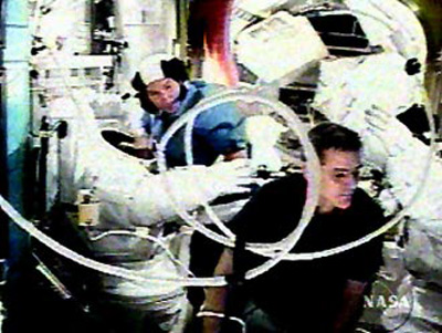 ISS Crew Dons U.S. Spacesuits in Spacewalk Rehearsal