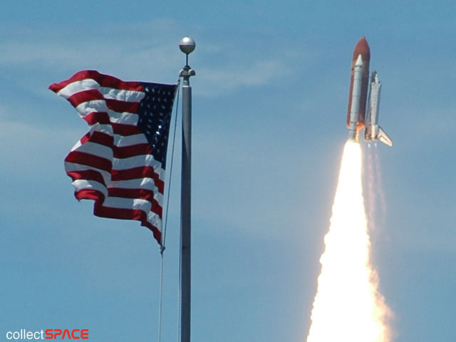 Shuttle Launches with Seven Astronauts, 6,000 Mementos