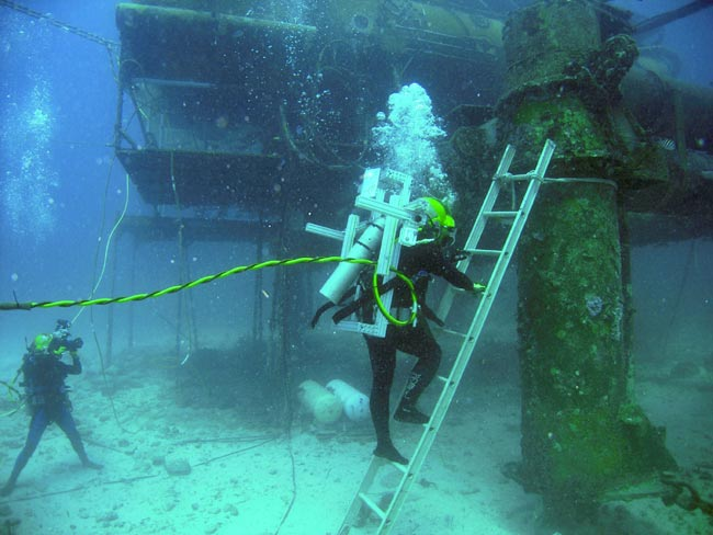 Wet Wear: Aquanauts Test Spacesuit Concepts on Ocean Floor