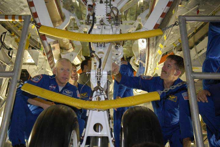 Atlantis Shuttle Astronauts Train for March Spaceflight