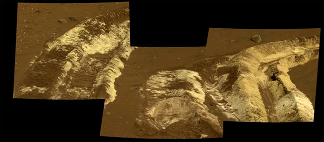 Bright Martian Soil Puzzles Scientists
