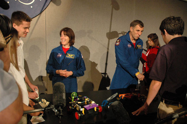 Students Talk Space with ISS Crew, Educator Astronaut