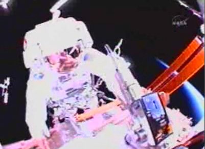 Spacewalk Scrap: ISS Astronauts Toss Space Junk