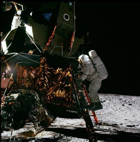 Apollo Astronauts Bring Moon Down to Earth in Film