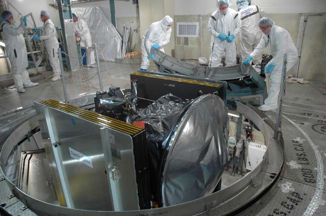 Workers Preparing Dawn Spacecraft for Launch