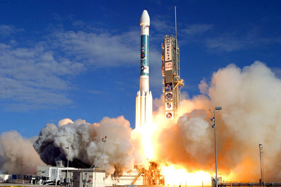 A United Launch Allianc eDelta 2 rocket launches the USAF's GPS 2R-18 satellite into orbit on Dec. 20, 2007.