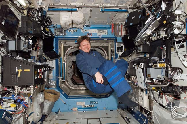 Space Station Commander Sets New U.S. Record