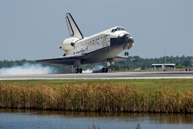 Shuttle's Landing Success Sets Stage for Hubble Mission