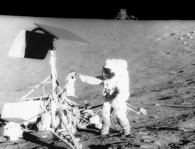 Scientists Get the Scoop on Moon Exploration