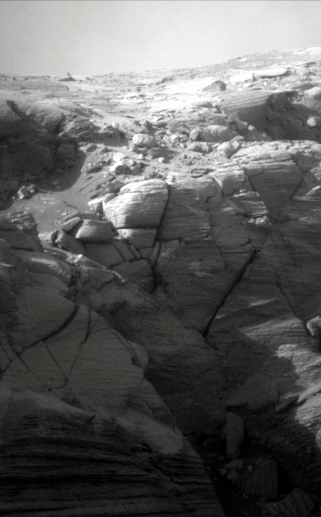 Opportunity Rover Eyes Cliff Face on Mars
