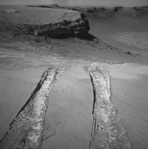 Mars Rover Sets Sights on Biggest Crater Yet