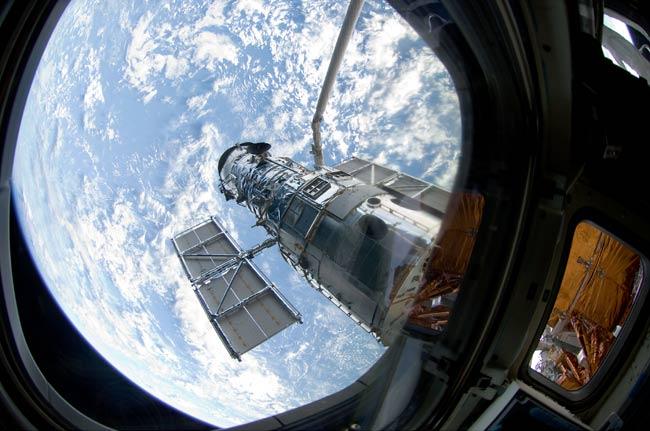 Astronauts Tackle Delicate Hubble Telescope Maintenance