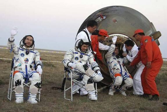 Как люди возвращають из космоса