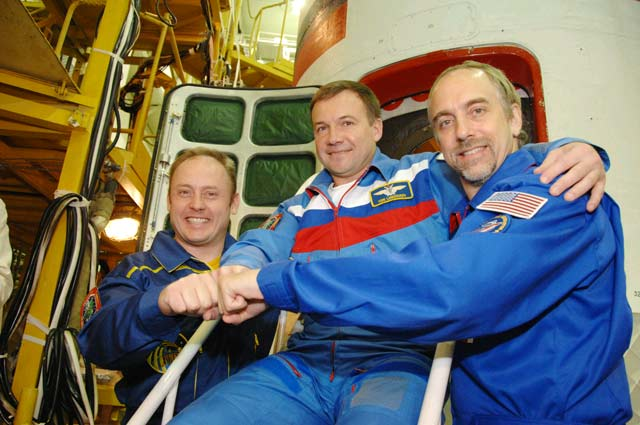 Space Tourist, Station Crew to Launch Sunday
