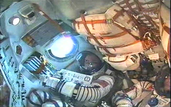 Space Tourist, Astronauts to Dock at Station