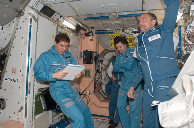 Space Tourist, Cosmonauts to Land Tonight