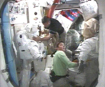 Astronauts to Begin Space Station Gear Tune-up in Spacewalk
