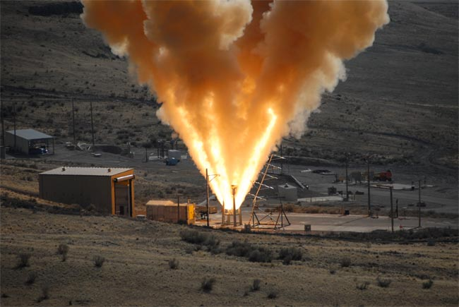 NASA Tests Escape Motor for New Moonship