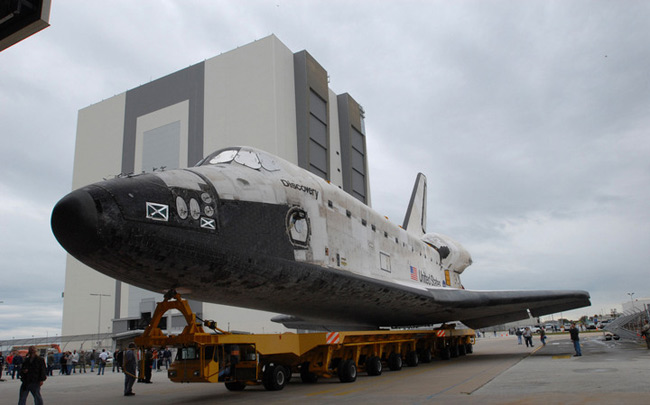 Shuttle Discovery Moves Closer to Launch After Glitches