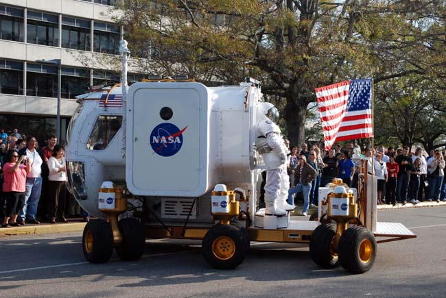 40 Years of Astronauts, Moon Craft in the Presidential Inaugural Parade