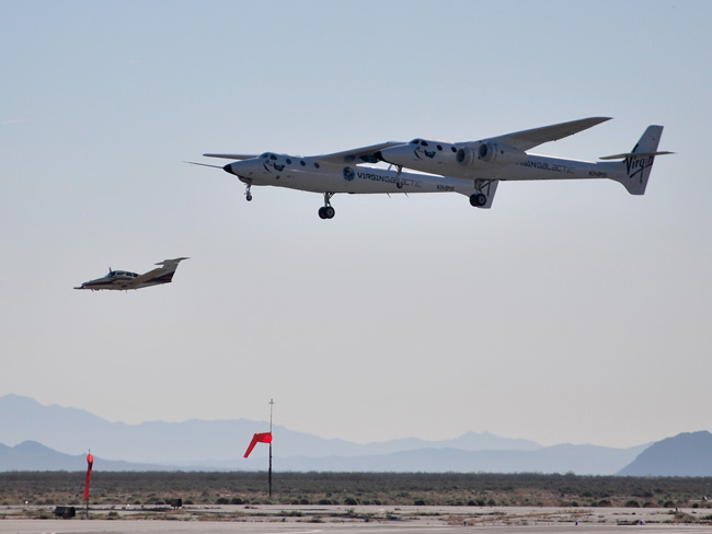 SpaceShipTwo Mother Ship Slightly Dinged in Test Flight