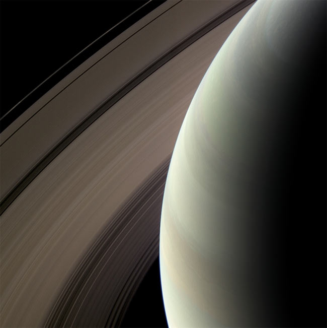 Saturn Probe Beams Home Stunning Views