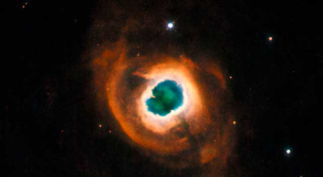 Hubble Photographs Giant Eye in Space