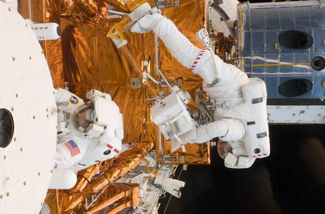 Astronauts Have Trouble Upgrading Hubble Telescope