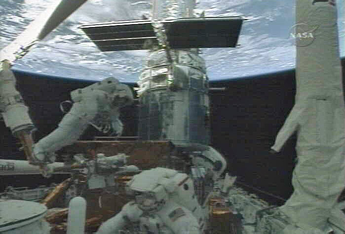 Spacewalkers Make Tricky Repairs to Hubble Camera