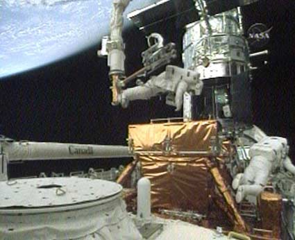 Astronauts Repair Key Hubble Device in Tough Spacewalk