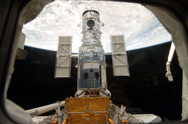 Hubble Telescope Gets Last Spacewalk Tune-Up