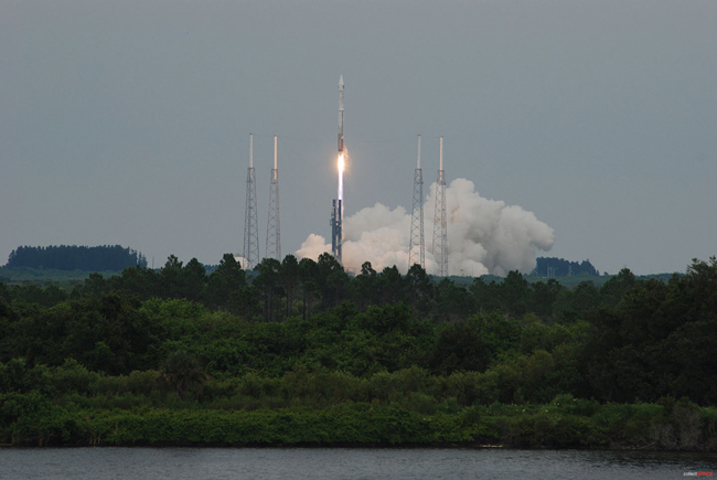 Rocket Launches New U.S. Moon Probes