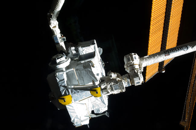 Astronauts Pack Up Japanese Cargo Carrier