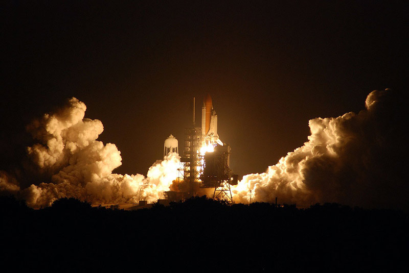 Shuttle Discovery Blasts Off Toward Space Station