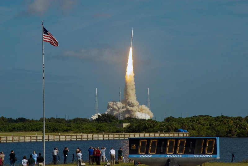 Liftoff! NASA Launches Moon Rocket Prototype on Test Flight