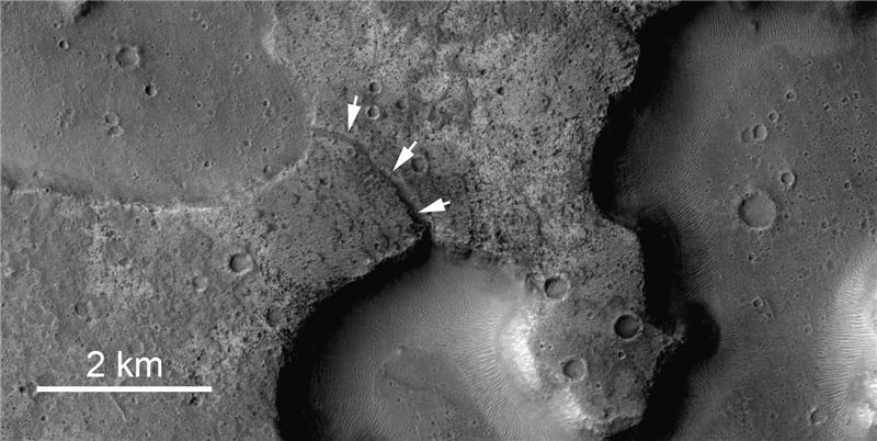 Ancient Mars Lakes Revealed in New Images