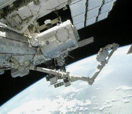 Astronauts Battle Glitches to Move Space Station's Observation Deck