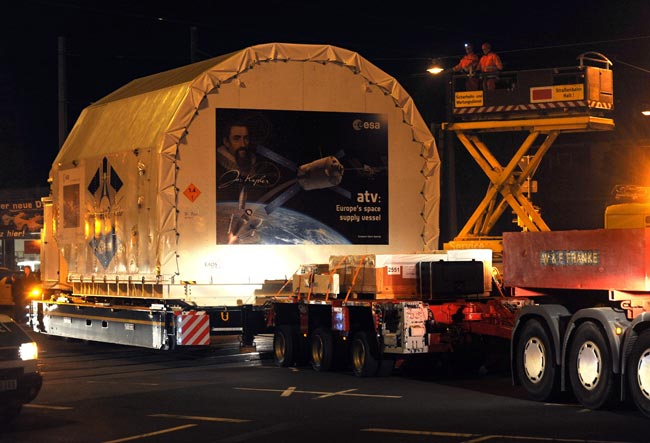 Europe Sends Huge New Robot Space Freighter to Launch Site