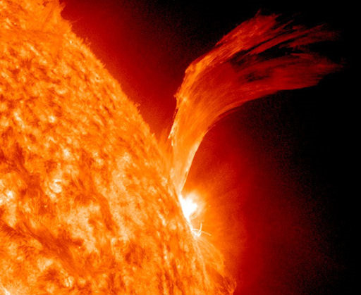 Protéger la Lune [Time Trap] [LIBRE] Sun-big-solar-flare-100910-02