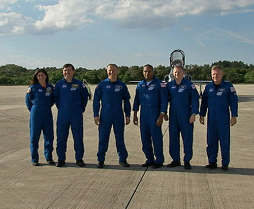 Last Crew of Space Shuttle Discovery Practices Launch Escape