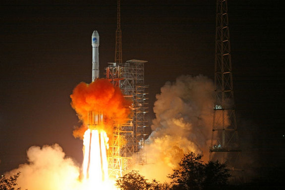 A Chinese LM-3C rocket carrying a Beidou navigation satellite lifts off from Xichang Satellite Launch Center on November 1, 2010.