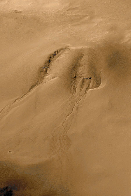 Mars Gullies Likely Formed By Underground Aquifers