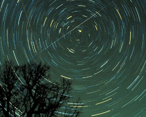 Best Meteor Shower of 2010 Peaks Tonight