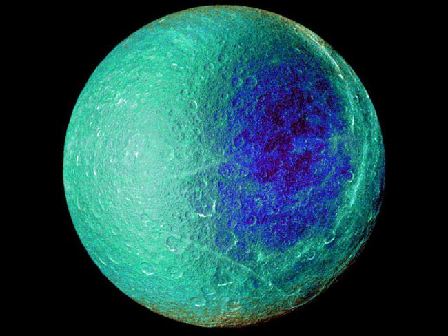 Cassini Spacecraft Photos Show Saturn's 'Blue Moon' in All Its Glory