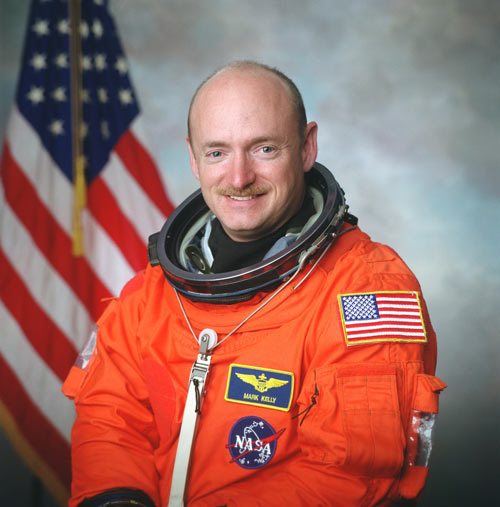 Giffords' Husband Resumes Astronaut Training for Shuttle Flight